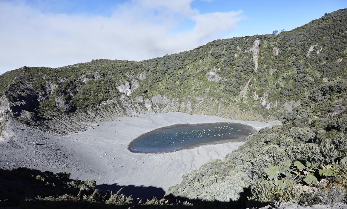CostaRica_ActiveVolcano_140