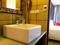 Mariposa bathroom